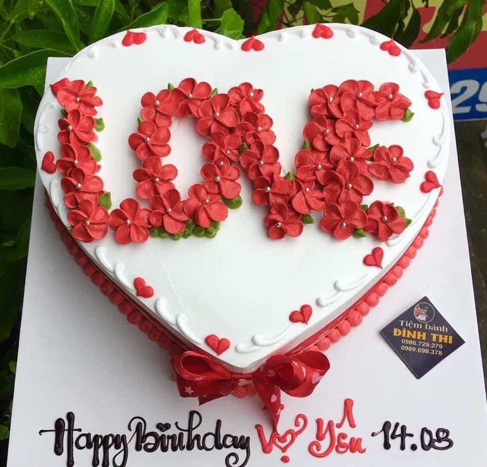 """Bánh gato cho vợ yêu nhìn rất """"hoa lá cành"""""""